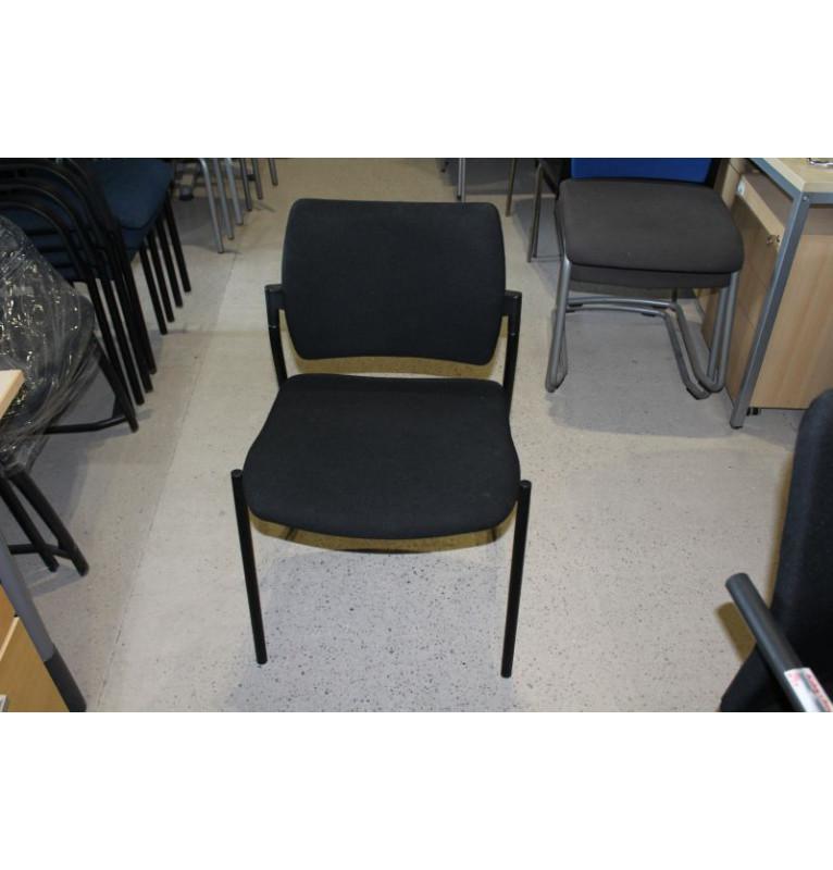 Černá zasedací židle bez područek