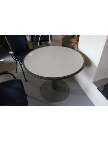 Okrúhly zasadacie stolík od Neoce