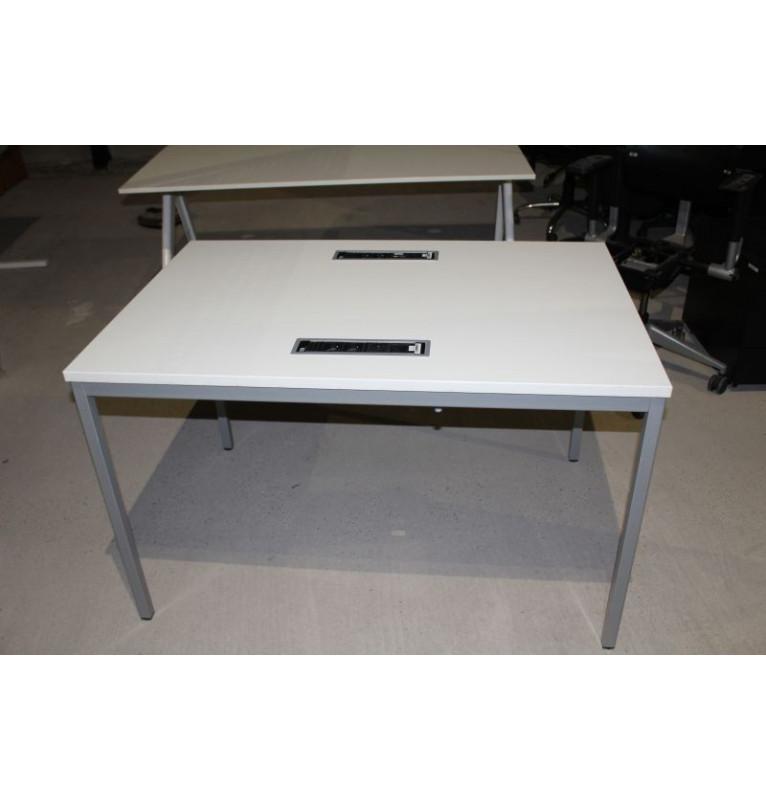 Kancelářský stůl malý König + Neurath