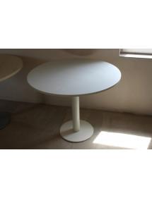 Biely guľatý prísediaci stolík s pevnou nohou
