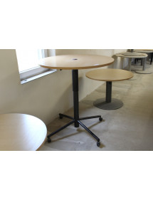 Výškovo nastaviteľný guľatý stolík na kolieskach
