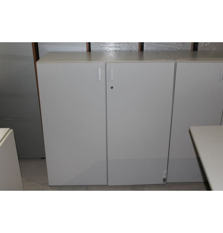 Stříbrná regálová skříňka TECHO střední