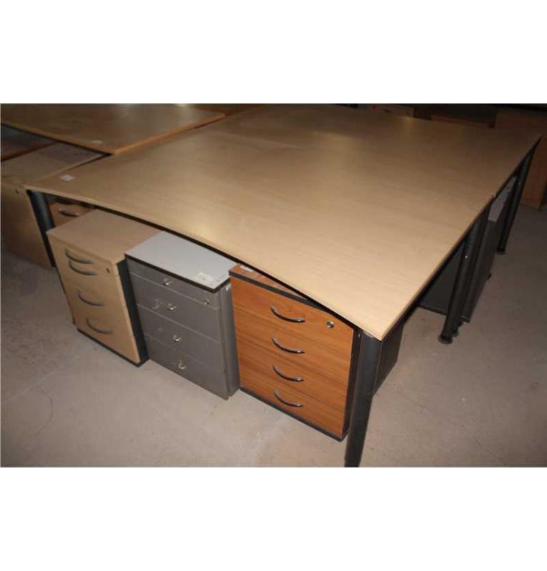 Kancelářský stůl od výrobce Haworth