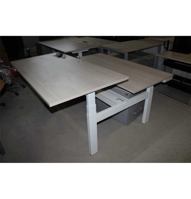 Pracovní nastavitelný stůl pro dva zaměstnance AHREND