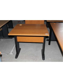 Menší kancelářský stůl výrobce HOBIS