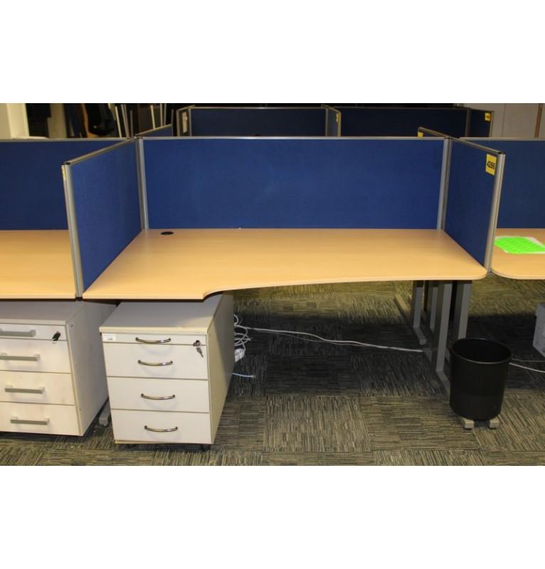 Kancelárske pracovné stoly - L / P