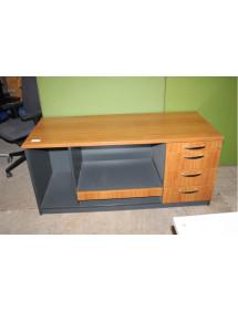 Predajný pult - pracovný stôl.