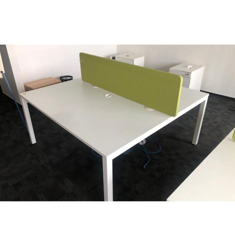 Kancelářské pracovní stoly v bílé barvě