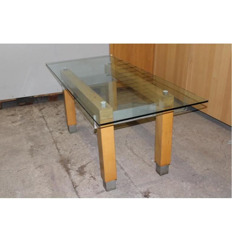 Designový stůl s pevnou konstrukcí a sklem