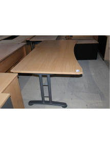 Pracovní kancelářský stůl výrobce Embru