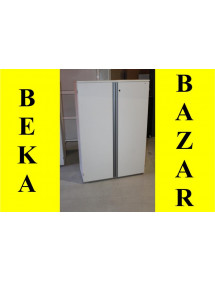 Bílá regálová skříň střední velikost