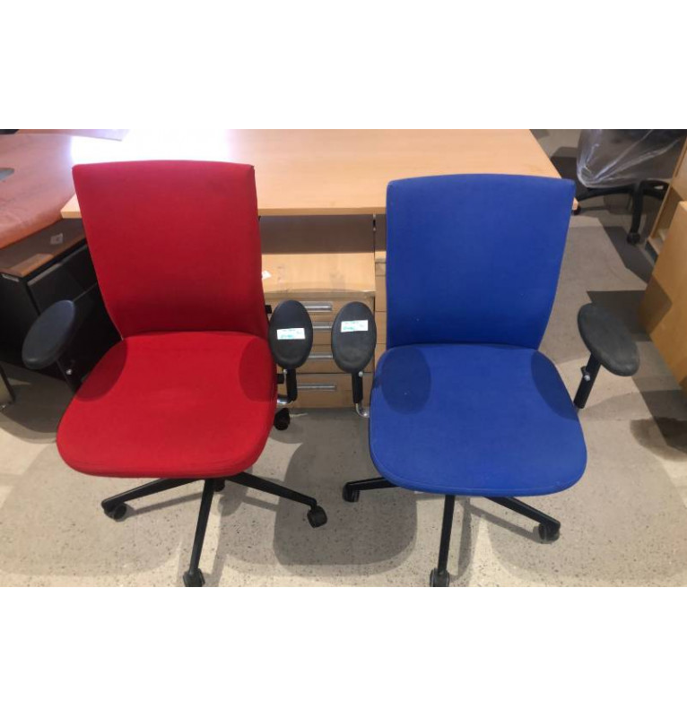 Kolečková židle Vitra červená a modrá