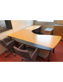 Kancelársky stôl Kinnarps s nadstavcom