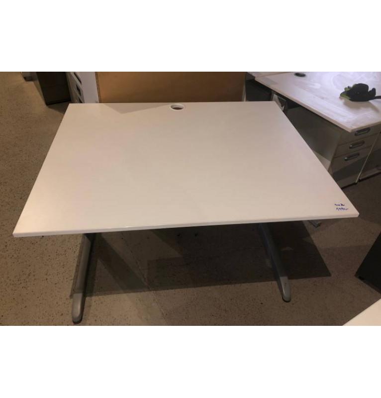 Kancelářský PC stůl Techo šedý