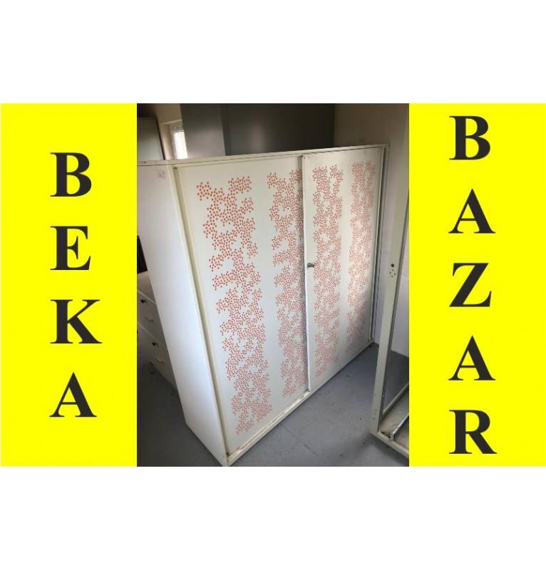 Plechová bílá skříň- šoupací dveře