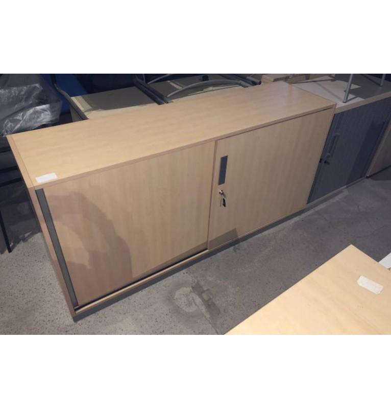 Kancelářská skříň Steelcase - šoupací dveře