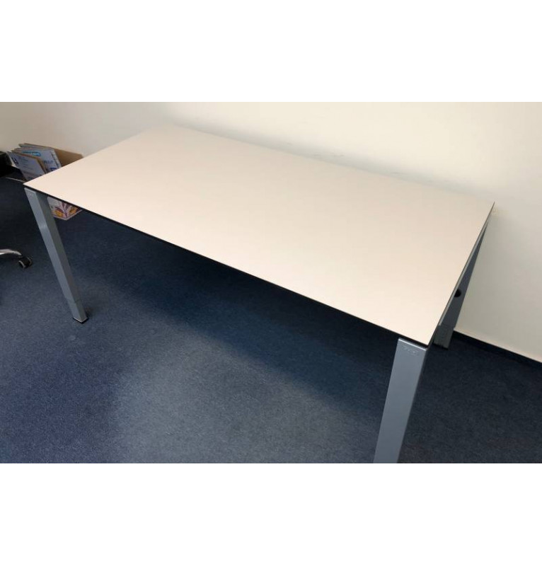 Kancelářský PC stůl Gispen - bílá barva
