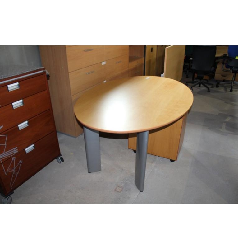 Oválný zasedací stůl Steelcase